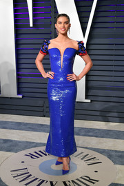 Sara Sampaio looked gorgeous in an electric-blue sequined dress by Armani Prive at the 2019 Vanity Fair Oscar party.