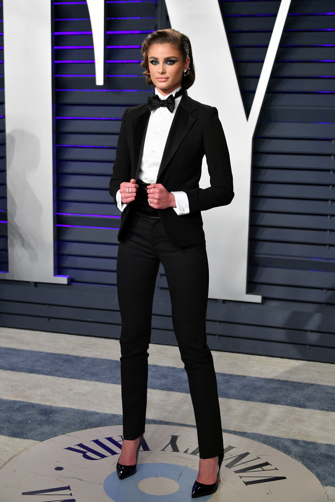 taylor hill every single look from the 2019 oscars. Black Bedroom Furniture Sets. Home Design Ideas