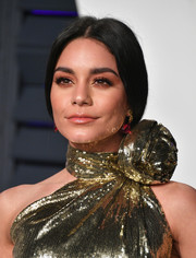Vanessa Hudgens styled her hair into a loose low ponytail for the 2019 Vanity Fair Oscar party.