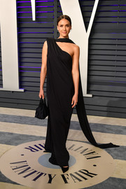 Jessica Alba kept it simple yet elegant in an asymmetrical black column dress by Narciso Rodriguez at the 2019 Vanity Fair Oscar party.
