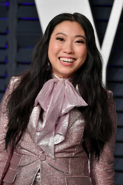 Awkwafina sported a long wavy 'do at the 2019 Vanity Fair Oscar party.