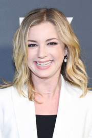 Emily VanCamp framed her face with mid-length waves for the 2019 Fox Winter TCA Tour.