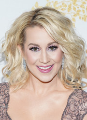 Kellie Pickler gave us major '80s vibes with her teased 'do at the 2019 Winter TCA Tour.