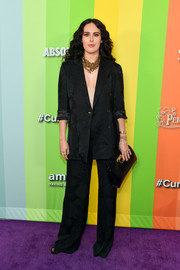 Rumer Willis complemented her suit with a black leather clutch.
