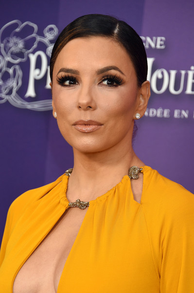 Eva Longoria went for a simple yet elegant side-parted updo at the 2019 amfAR Gala Los Angeles.