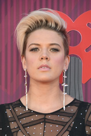 Betty Who went majorly edgy with this fauxhawk at the 2019 iHeartRadio Music Awards.