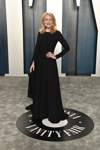 Patricia Clarkson kept it minimal in a caped black gown at the 2020 Vanity Fair Oscar party.