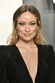Olivia Wilde opted for a casual center-parted 'do when she attended the 2020 Vanity Fair Oscar party.