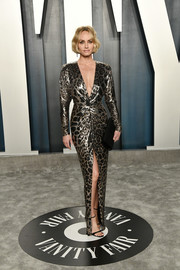 Amber Valletta looked quite the glamazon in a leopard-print chainmail gown by Saint Laurent at the 2020 Vanity Fair Oscar party.