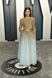 Marisa Tomei looked splendid in a Georges Hobeika Couture gown with a beaded gold bodice and a pastel-blue skirt at the 2020 Vanity Fair Oscar party.
