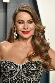 Sofia Vergara glammed up with this loose wavy 'do for the 2020 Vanity Fair Oscar party.