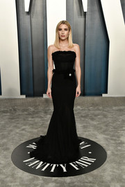Emma Roberts opted for a simple yet elegant strapless black gown by Alexandre Vauthier Couture when she attended the 2020 Vanity Fair Oscar party.
