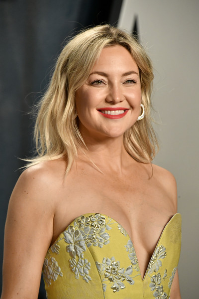 More Pics of Kate Hudson Diamond Hoops (4 of 11) - Hoop Earrings Lookbook - StyleBistro [hair,blond,shoulder,hairstyle,beauty,clothing,lady,yellow,long hair,dress,kate hudson,radhika jones - arrivals,actor,hair,celebrity,fashion,wallis annenberg center for the performing arts,oscar party,vanity fair,party,kate hudson,oscar party,vanity fair,wallis annenberg center for the performing arts,actor,celebrity,party,fashion,entertainment]
