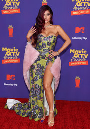 Kim Lee looked quite the bombshell in a low-cut, high-slit strapless gown at the 2021 MTV Movie & TV Awards: UNSCRIPTED.