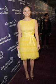 Kaley Cuoco looked sunny in this tiered tulle cocktail dress on the Alzheimer's Association 'A Night at Sardi's' red carpet.