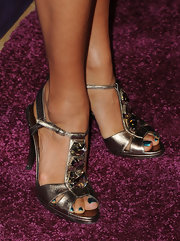 Eva la Rue attended the Night at Sardi's event wearing bejeweled gold T-strap sandals and metallic nail polish.