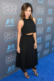 Liz Hernandez arrived at the Critics' Choice Movie Awards in a gorgeous black crop top and matching skirt.