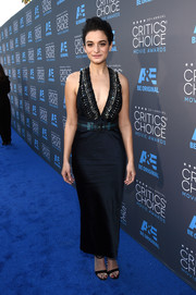 Jenny Slate arrived at the Critics' Choice Movie Awards in a gorgeous belted plunge dress.