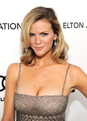 Brooklyn Decker wore her hair in a causally tousled 'do at the Elton John Oscar viewing party.