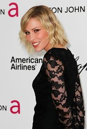 Natasha Bedingfield wore her cute blunt bob in soft waves and swept her bangs to the side for the Elton John Oscar viewing party.