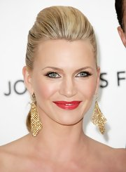 Natasha Henstridge wore a sheer shade of cherry red lipstick at the Elton John Oscar viewing party.