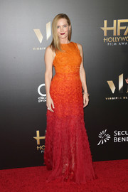 Leslie Mann dazzled in a textured ombre gown by Jenny Packham at the Hollywood Film Awards.