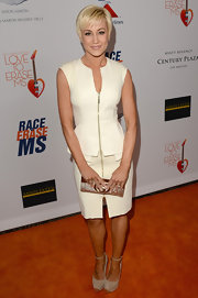 Kellie Pickler chose a zip-up white dress with a peplum top and fitted skirt for her chic and contemporary evening look.