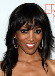 Shaun Robinson chose a loose wavy 'do to show off her dark black hair.