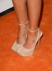 Kellie Pickler kept her shoes fairly simple with this pair of nude slingbacks.