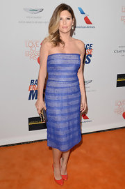 Daisy Fuentes chose a strapless purple dress for her classic and sophisticated look at the Love to Erase MS gala.