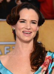 Juliette Lewis opted for this sweet retro hairstyle when she attended the SAG Awards.