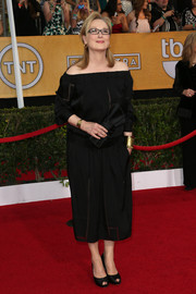 Meryl Streep opted for a black off-the-shoulder LBD by Stella McCartney for her SAG Awards red carpet look.