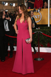 Julia Roberts went for a chic '70s vibe with this sleeveless pink Valentino jumpsuit at the SAG Awards.