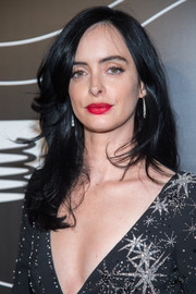 Krysten Ritter styled her hair with feathery waves for the Webby Awards.