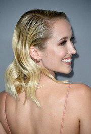 Anna Camp wore her hair in wet-look waves at the Costume Designers Guild Awards.