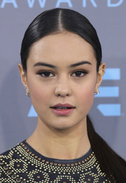 Courtney Eaton showed off a super-sleek center-parted ponytail at the Critics' Choice Awards.