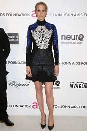 Jenna Elfman is not one to shy away from funky prints just like the ones on this mini dress.