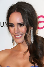 Louise Roe dazzled in diamonds at Elton John's Oscar party with these white gold diamond dangling earrings.
