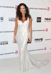 Sofia Milos looked elegant at Elton John's Oscar party in a shimmery white gown with a gorgeous train.