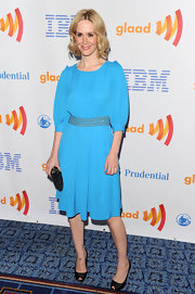 Sarah Paulson toned down her vibrant blue dress with timeless black peep-toe pumps.