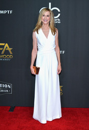 Holly Hunter finished off her outfit with a metallic gold clutch.