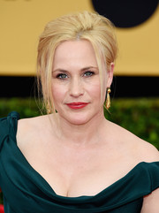 Patricia Arquette was rocker-glam at the SAG Awards with this messy updo.