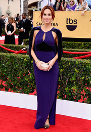 With its cape and hourglass silhouette, Keltie Knight's purple Black Halo gown at the SAG Awards had a bit of an Old Hollywood feel to it.