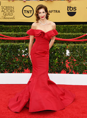 Alysia Reiner attended the SAG Awards wearing a jaw-dropping red Christian Siriano gown featuring tiered off-the-shoulder straps and a dramatic mermaid hem.