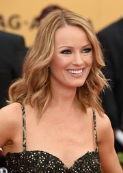 Brooke Anderson wore her hair down with messy-glam waves during the SAG Awards.