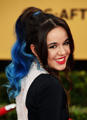 Lorelei Linklater looked super cool with her blue-dyed retro ponytail at the SAG Awards.