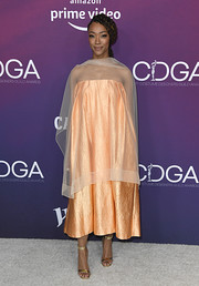 Sonequa Martin-Green paired her look with chic gold sandals.