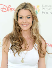 Denise Richards paired her casual tank top with a gold pendant neckalce.