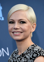 Michelle Williams stuck to her signature short side-parted style when she attended the Critics' Choice Awards.
