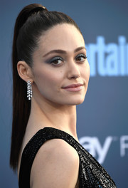 For her beauty look, Emmy Rossum went edgy with heavy gray eye makeup.